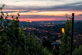 Blick am Abend vom Katzenberg über Heidingsfeld nach Würzburg.