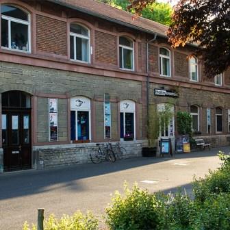 Im ehemaligen Kantinengebäude ist schon seit Jahren das Theater Ensemble erfolgreich untergebracht.