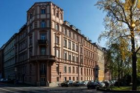 Historische Gebäude aus der Zeit um 1880 im Stil des Historismus in der Klinikstraße an der Ecke zum Röntgenring.