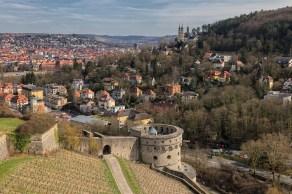 Maschikuliturm mit Blick auf Würzburg