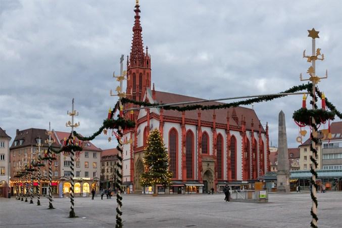Auch ohne den Weihnachtsmarkt ist unser Würzburger Marktplatz wieder ganz schön. ;-)