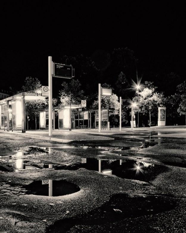 Nachts am Busbahnhof in Würzburg