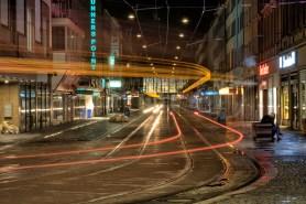 Nachts wenn alles schläft und glänzt in der Kaiserstraße in Würzburg.