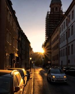 Sonnenuntergang in der Neubaustraße.