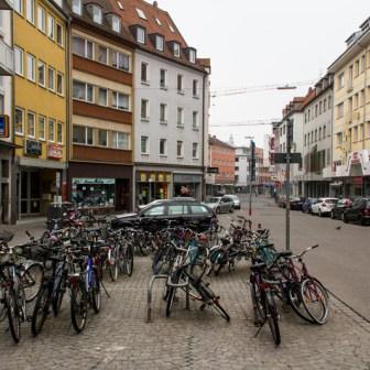 Fahrradstellplatz vor dem Aldi-Markt in der Eichhornstraße