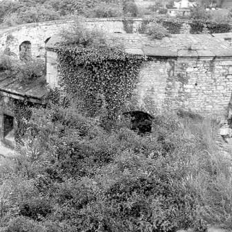 Maschikuliturm 1978 vor der Totalsanierung und dem Wiederaufbau. Damals war der Turm noch eine eindeutige Ruine vom Angriff auf Würzburg am 16. März 1945.