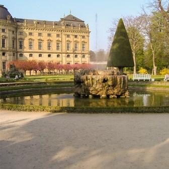Hofgarten der Würzburger Residenz im Frühling.