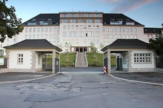 Das alte Krankenhaus ist heute ein moderner Wohnkomplex mit vielen Eingentumswohnungen der gehobenen Preisklasse.
