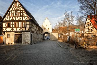 Würzburger Tor mit dem berühmten Torturmtheater.