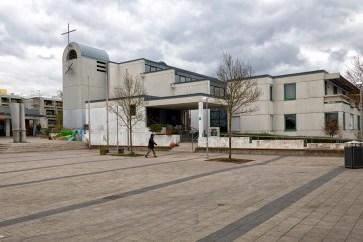 Die 1975-77 von Friedrich Ebert erbaute Kirche St. Sebastian im Stadtteil Heuchelhof.