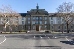 Universität am Wittelsbacher Platz im Frauenland.