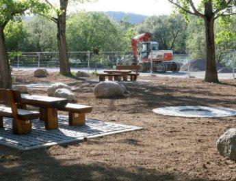 Neue Grillplätze an den Mainauen im Bereich der Kleingärten im Jahr 2011 (Foto: Stadt Würzburg)