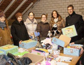 Hilfstransport: Palettenweise Boxen mit Liebe