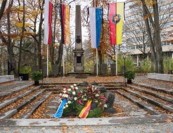 Würzburg gedenkt am Volkstrauertag Opfern der Weltkriege