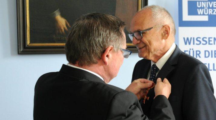 Bundesverdienstkreuz am Bande für Karl Südekum