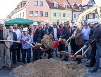 Spatenstich am Rathausplatz: Ein Platz für alle im Herzen Heidingsfelds