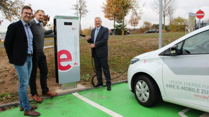 Zwei Elektro-Ladestationen in Rottendorf eröffnet