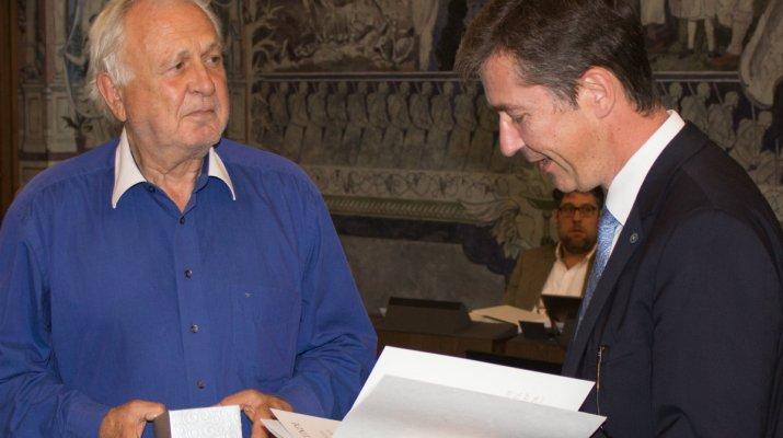Silberne Ratsbecher für 35 Jahre ehrenamtliche Stadtratsarbeit