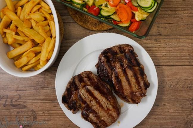 Ribeye-Steak, Ofengemüse und Pommes - Wunderbrunnen - Foodblog - Fotografie