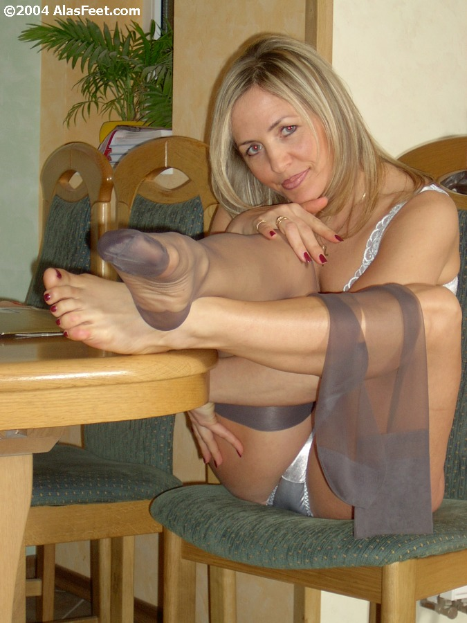 Wus Feet Links  Alas Bare  Nylon Feet