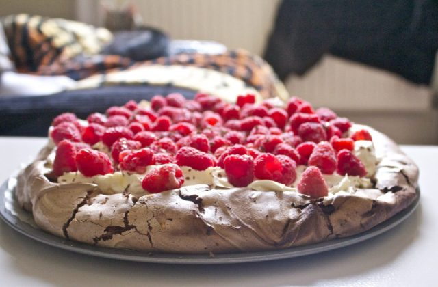 Nigella, Lawson, Chocolate, Pavlova, Raspberry, best gluten free dessert, gluten free, dessert, afternoon tea, raspberries, strawberries, pavlova, dark chocolate, easy, simple, dinner party, made in advance, kitten, moving house,