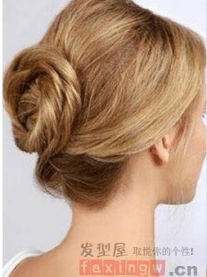簡單大方的盤發髮型 輕鬆學會女神氣質_髮型圖片_髮型網_2020髮型網