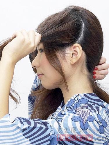 中捲髮怎么扎 簡單中發優雅盤發技巧_流行髮型_髮型網_2021髮型網