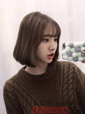2018年短款燙髮 時尚減齡甜美風_髮型設計_2020髮型網