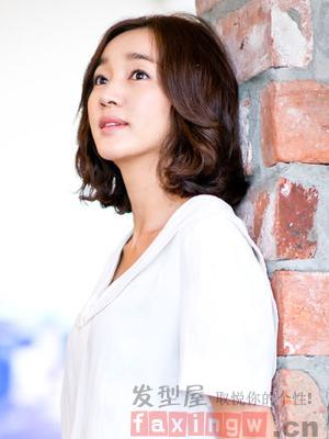韓國圓臉短捲髮圖片 俏皮短燙髮超瘦臉_髮型設計_髮型網_2020髮型網