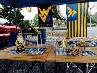 Lance and Deb's tailgate