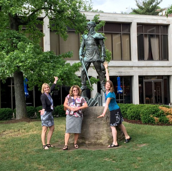 girls-with-mountaineer-statue