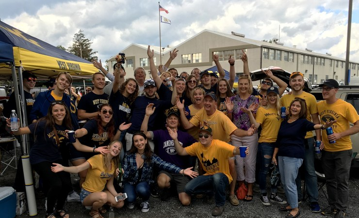 A 'purrfect' day of historic tailgating