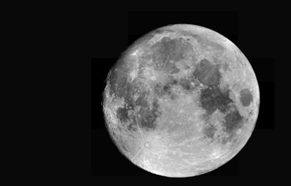Kijken naar de volle maan