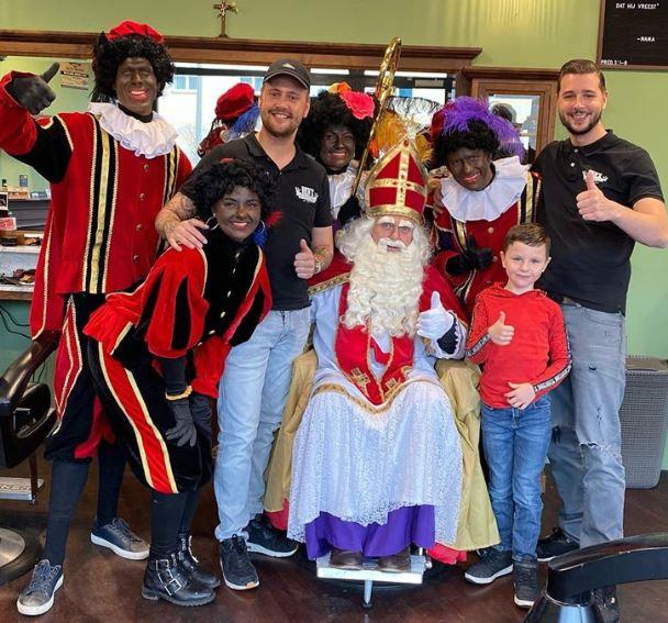 Vandaag gingen Sinterklaas en zijn zwarte pieten na de intocht ook nog naar Ben's Barbershop in Zwolle Zuid