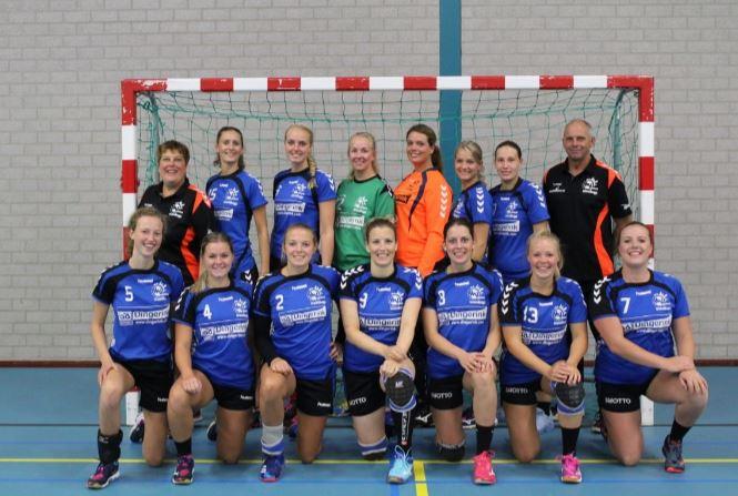 Handbalvrouwen Travelbags/HV Zwolle gebrand de twee punten in Zwolle te houden