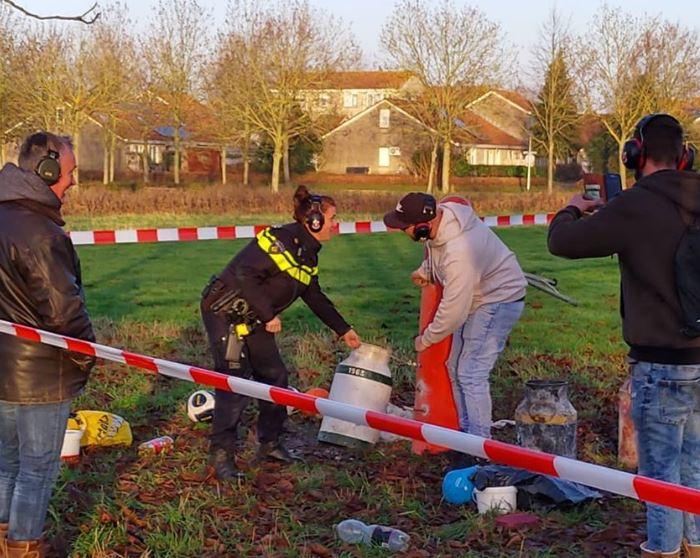 Carbidschieten in Zwolle Zuid… Knallend 2019 uit… op het trapveldje langs het Ittersumpad