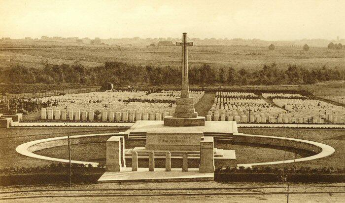 Hooge Crater Cemetery between the Wars