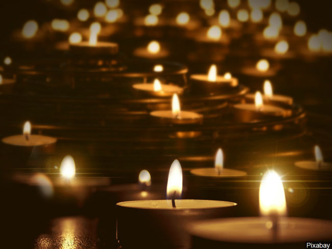 Candles Photo Pixabay_748464