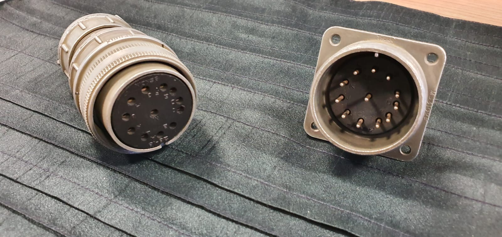 Male and female electrical connectors