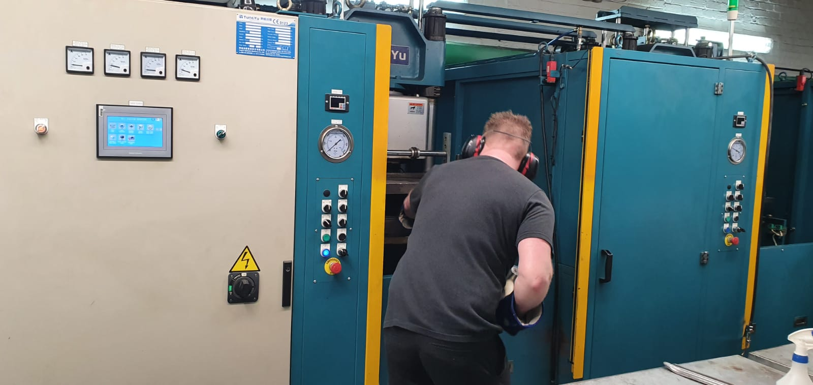 Moulding machine Wye Valley precision engineering