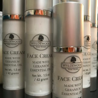 Face Cream with Geranium Essential Oil