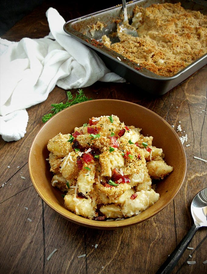 Baked White Cheddar Mac 'n Cheese with Bacon - this easy recipe is great for grown-ups and kids alike!