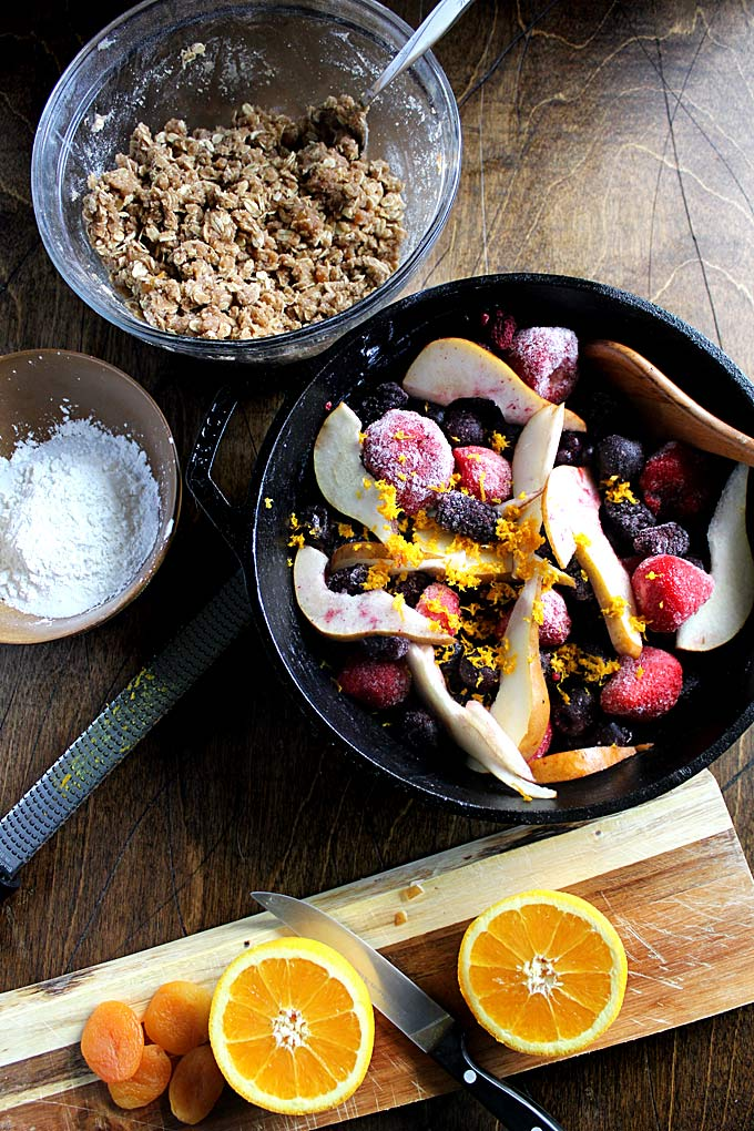 Cardamom Oat Fruit Crumble   Easy Fruit Crisp   Berry Crumble with Oats