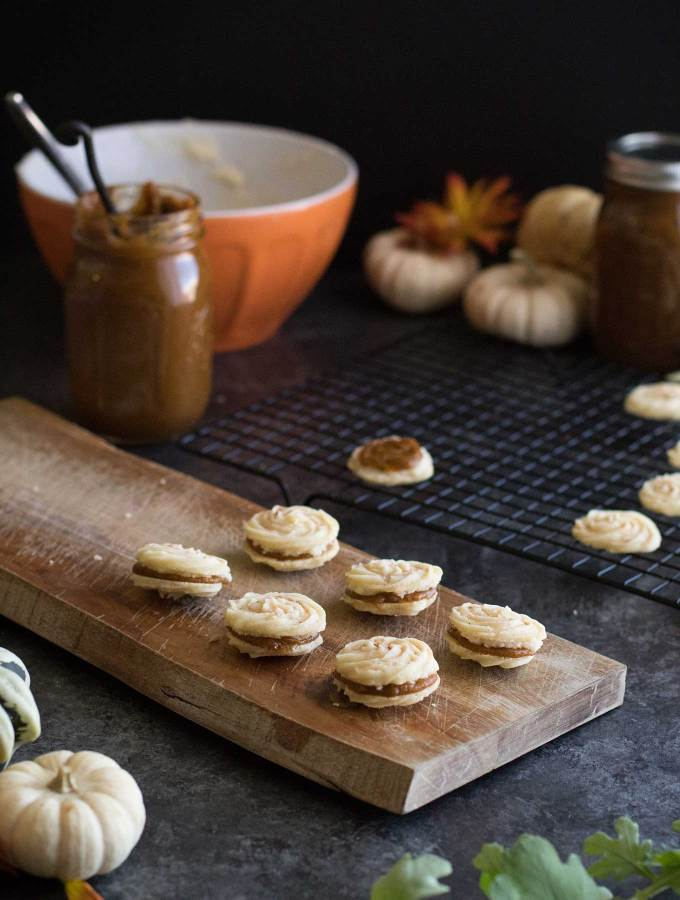Pumpkin Spice Viennese Whirls - a fall twist on a traditional cookie made with pumpkin butter and vanilla buttercream!