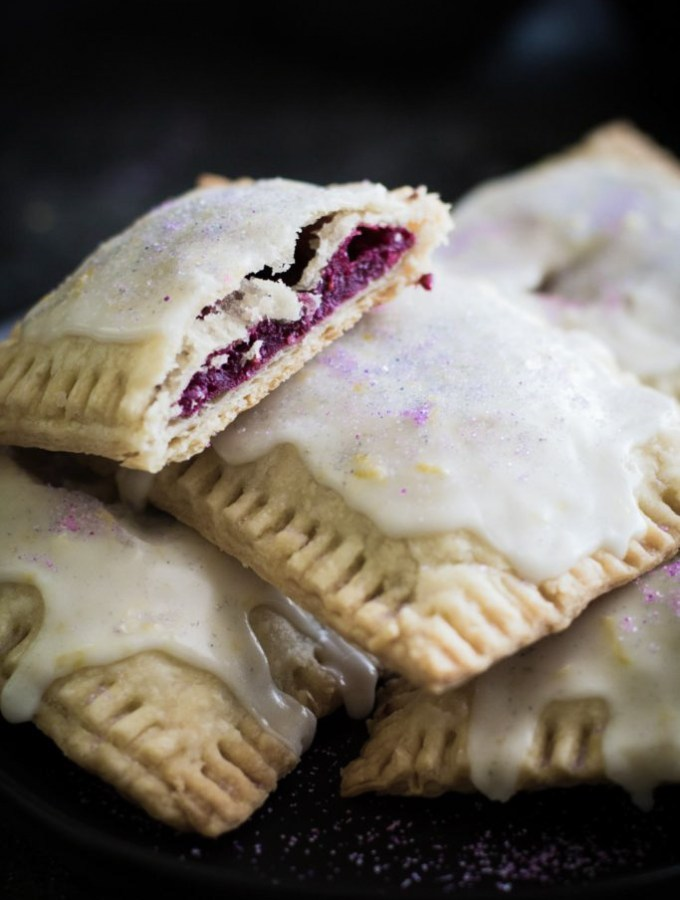 These homemade pop tarts are stuffed with fresh blackberry mash and topped with a light lemon icing! This recipe is perfect for breakfast or snacking gilmore-style!