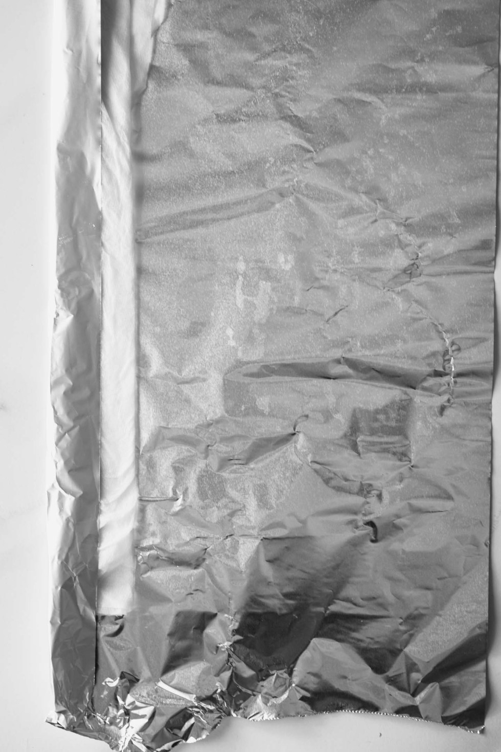 Cake pan wrapped with a foil-covered insulated cake strip