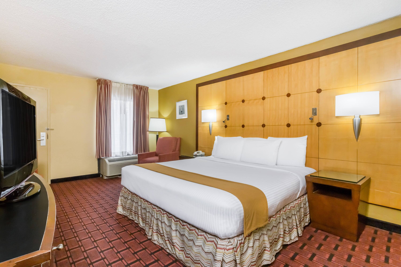 Baymont Wyndham Pensacola Fl Hotels