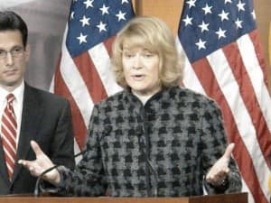 Cynthia Lummis speaks before Barack Obama's 2010 State of The Union address.
