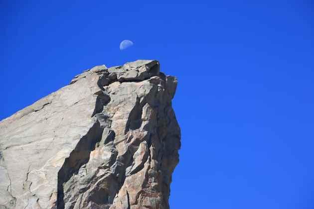 Moon on Sundance Pinnacle (Chad Hanson /Flickr - click to enlarge)
