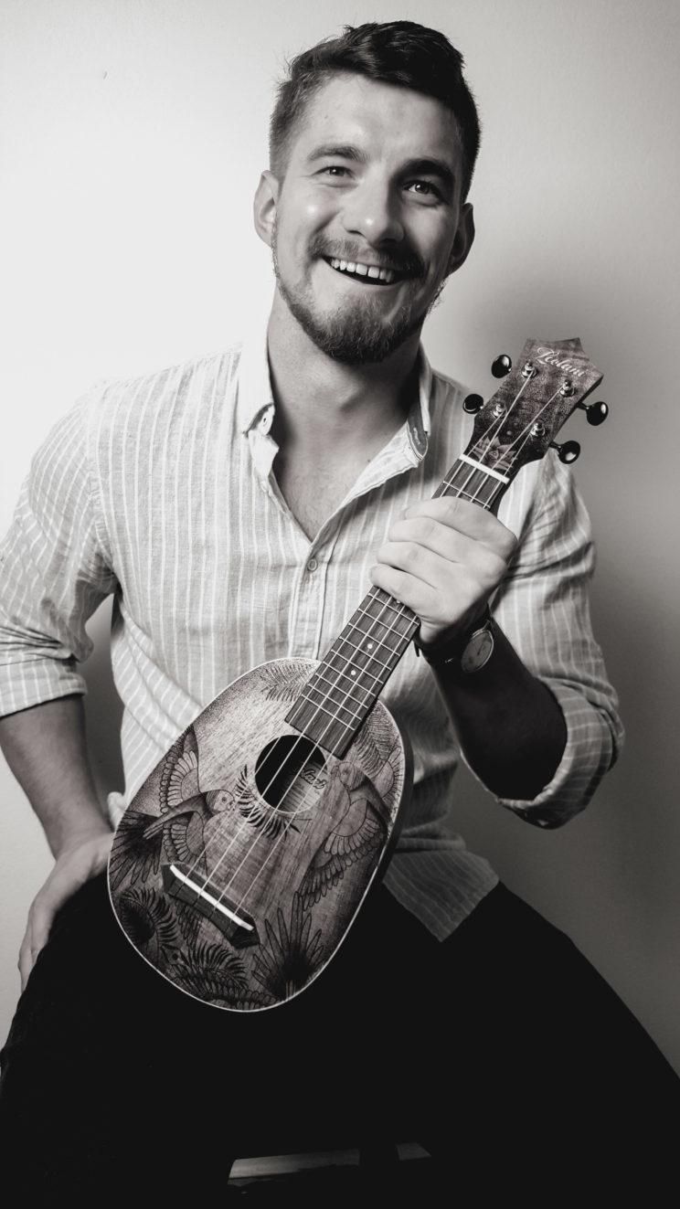 ukulele pirografia
